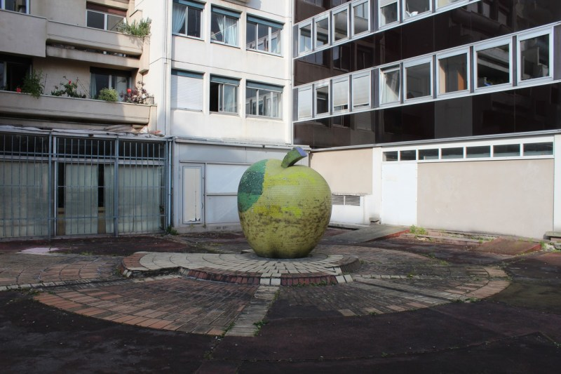 La Pomme d'Or, in the residence behind the gardens of the Hôtel de Ville.