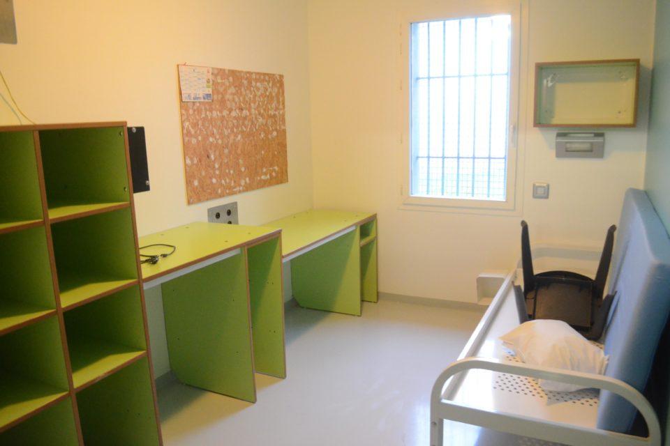 chaque cellule de la prison