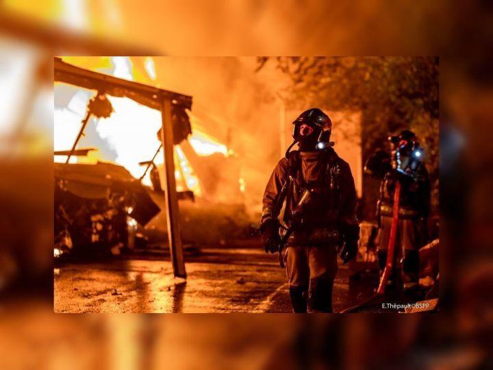Le feu qui s'est déclaré au Blanc-Mesnil mercredi 30 septembre 2020 vers 23h a été éteint vers 4h30.