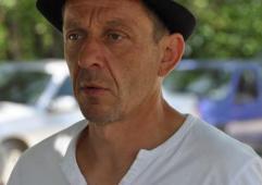 Eric Bouffie, agriculteur à Saint-Laurent-Lomie, cultive du chia bio.
