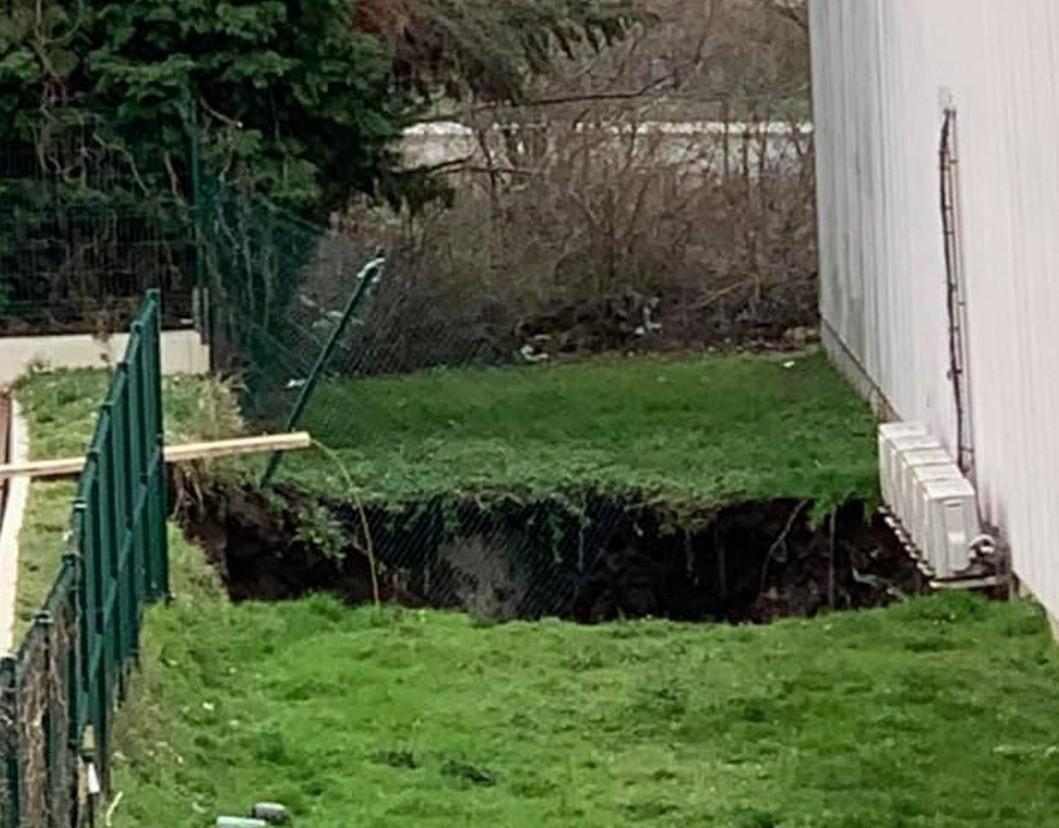 saint etienne un trou de 10 metres de