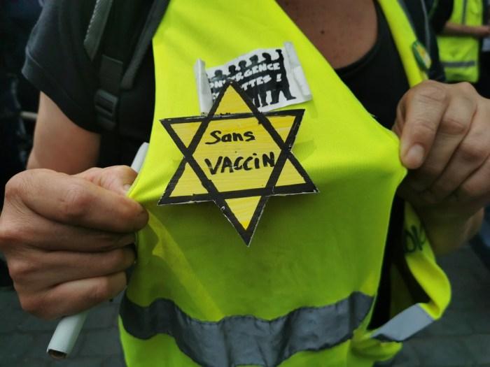 Une manifestante portant l'étoile jaune, lors de la manifestation du mercredi 14 juillet à Bordeaux.