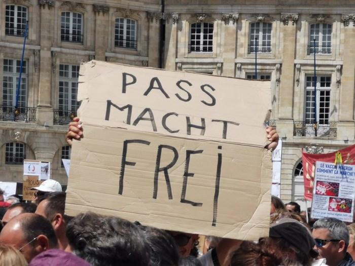Une pancarte détournant le slogan