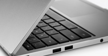chromebook-pixel-2015-side-closing-press