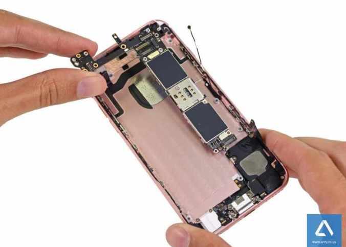 iPhone6s-teardown-780x585
