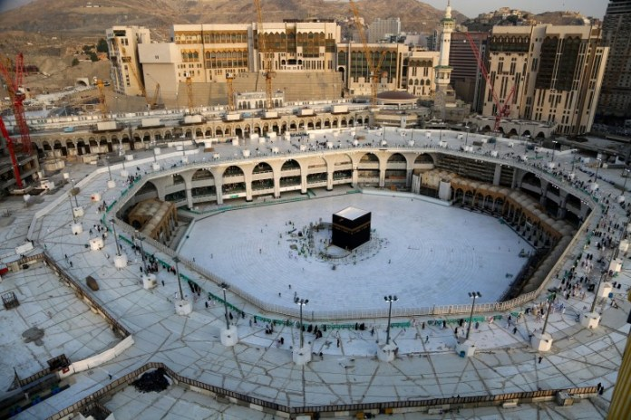 Pictures .. Evacuation and sterilization of the Great Mosque of Mecca to prevent the spread of the Corona virus