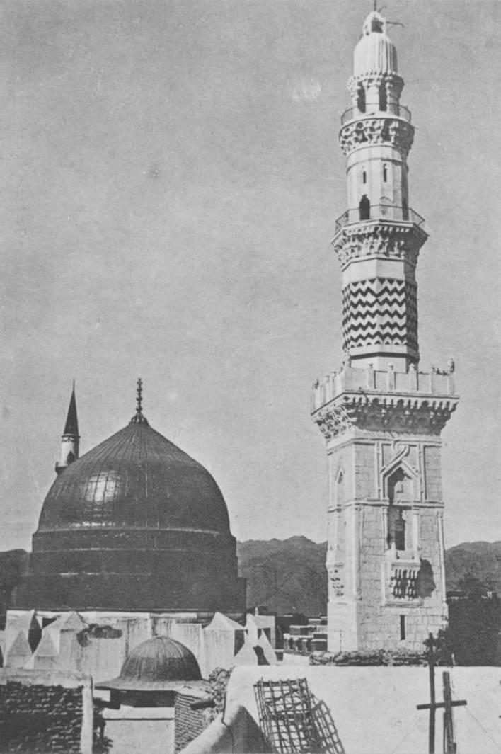 المأذنة والقبة الخضراء للمسجد النبوي في السعودية