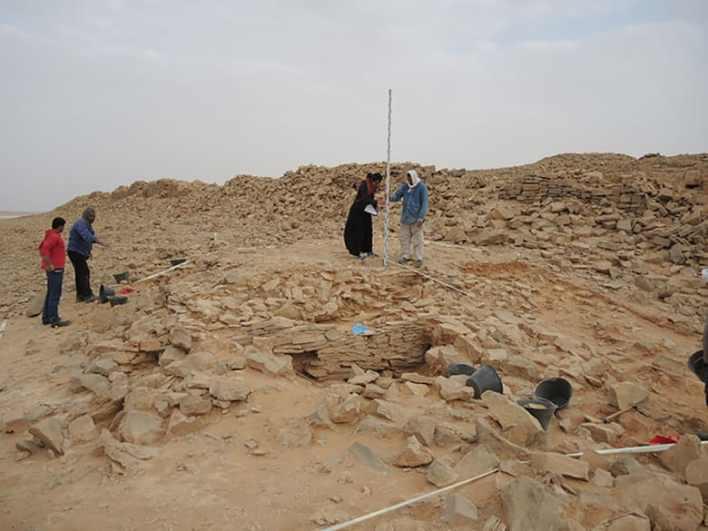 اكتشاف هيكل صخري على شكل مثلث بالسعودية يحتضن بقايا بشرية.. ويظن الباحثون أنها استخدمت لهذا الغرض