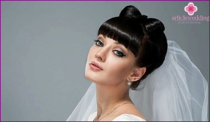 Hochzeit Frisuren Mit Geraden Pony Und Schleier Foto Optionen
