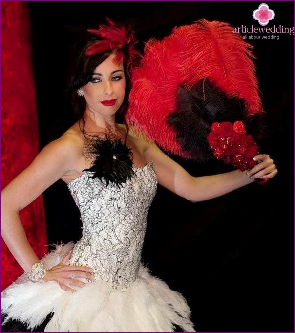 A wedding in the style of Moulin Rouge luxury and splendor