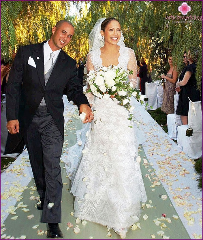 The most expensive wedding dress in the world of model