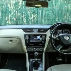 New Corolla Altis Vs Skoda Octavia Beda Grand Avanza Veloz 1.3 Dan 1.5 Cruze Jetta Comparison Autox Interior Display