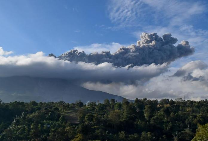 Indonesia S Mt Sinabung Blasts Tower Of Ash Into Sky
