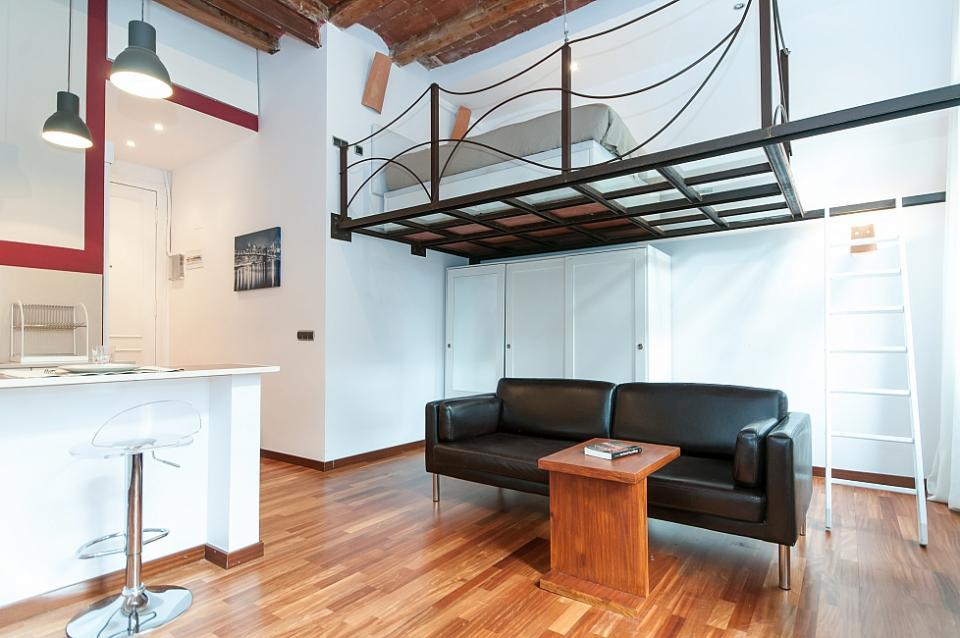 studio di design urbano con travi a vista  BarcelonaHome