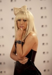 style lady gaga bow hairstyle