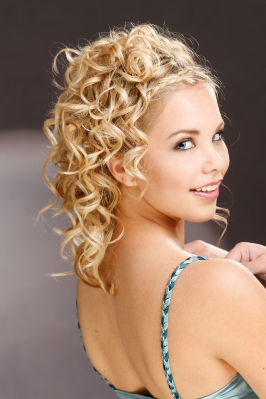 Face Slimming Updos 
