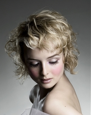 Short Curly Hairstyle Pictures