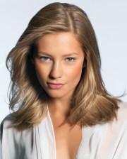 glossy shoulder-lenght haircuts