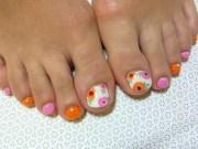 stylish pedicure nail art design