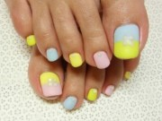 stylish pedicure nail art design
