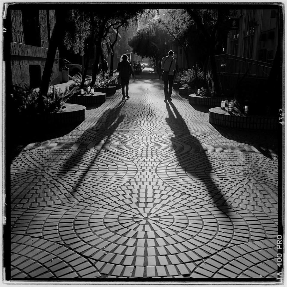 afternoon commuters in financial district san francisco ca camera rolleiflex 3 5e3 planar film ilford delta 400 pro exposure 1 500 f11 [ 960 x 960 Pixel ]