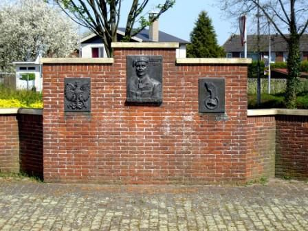 le monument en entier, Szydlowski plein