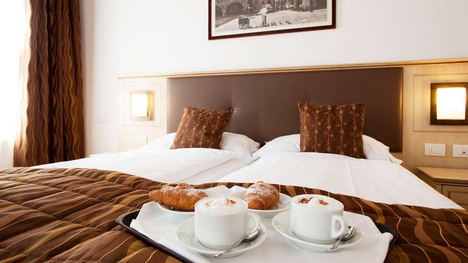Hotel Portici - Romantik&Wellness - edit_Portici-colazione-in-camera.jpg