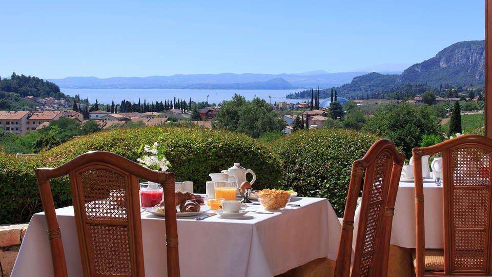 Poiano Resort - EDIT_terrace.jpg