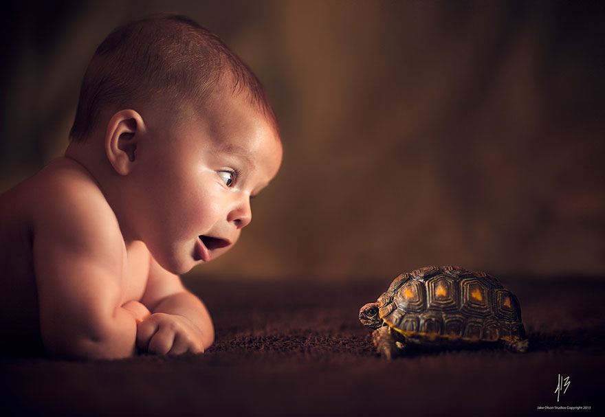 baby-with-turtle