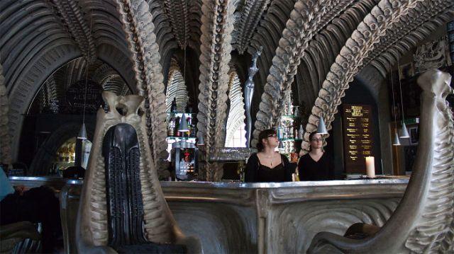 amazing-restaurant-bar-interior-design-7