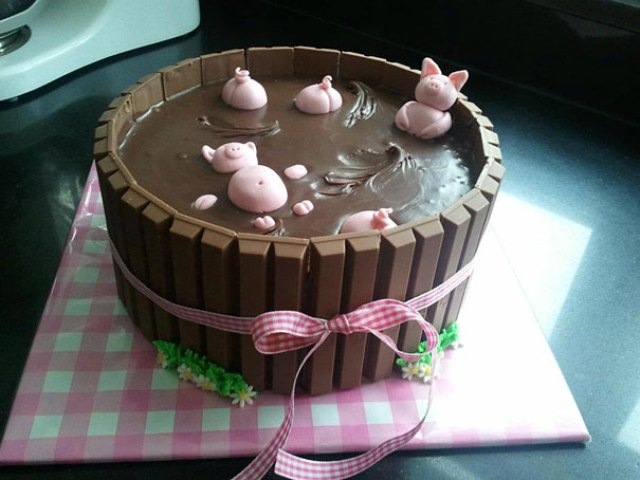 'Pigs In The Mud' Cake