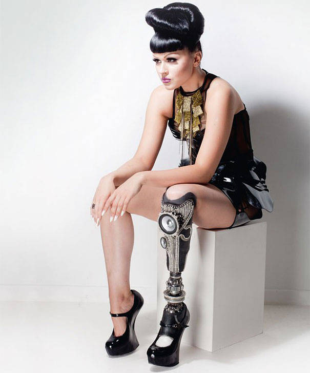 prototype-leg-prosthetics-viktoria-modesta-7