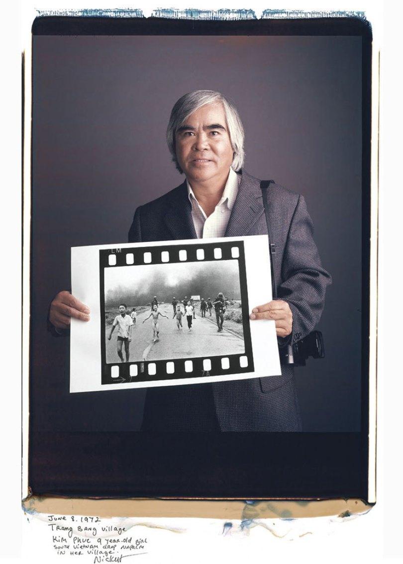famous photographer portraits behind photographs tim mantoani 10 - Eles posaram para foto segurando suas próprias fotografias