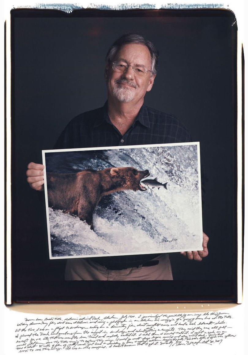 famous photographer portraits behind photographs tim mantoani 13 - Eles posaram para foto segurando suas próprias fotografias