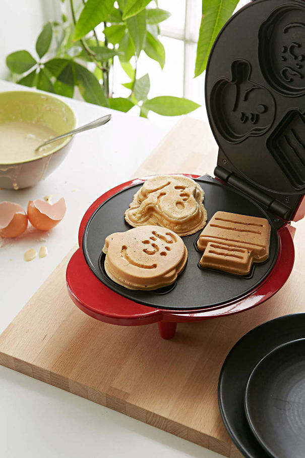 geeky kitchen gadgets restaurant equipment 55 items to satisfy every nerd s needs bored panda 38 snoopy pancake maker