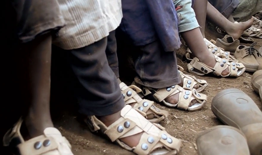 adjustable-sandal-poor-children-the-shoe-that-grows-kenton-lee-3