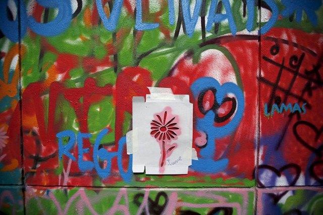 elderly-paint-graffiti-lisbon-lata-65-19