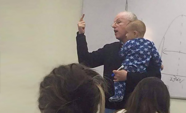 lecturer-soothes-crying-baby-professor-sydney-engelberg-hebrew-university-5