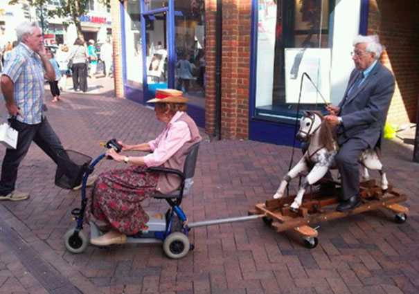 https://i0.wp.com/static.boredpanda.com/blog/wp-content/uploads/2015/05/old-couples-having-fun-24__605.jpg