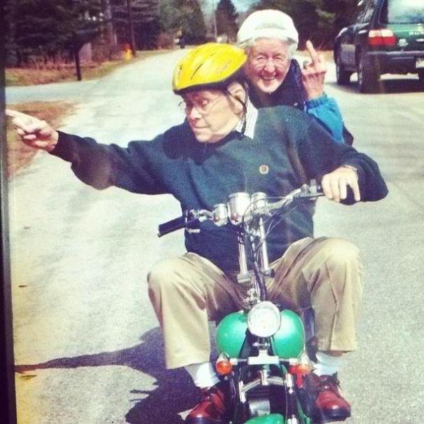 https://i0.wp.com/static.boredpanda.com/blog/wp-content/uploads/2015/05/old-couples-having-fun-6__605.jpg