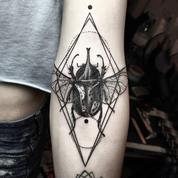 minimalist-geometric-tattoos-line-dot-okan-uckun-1
