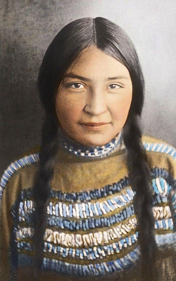 Chica Pies Negros.  Montana.  Principios de 1900.  Vidrio diapositiva de linterna por Walter Mcclintock