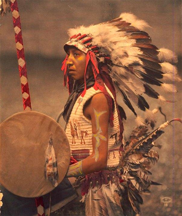 Charles caballo americano (el hijo del jefe de caballo americano).  Oglala Lakota.  1901. Foto por William Herman Rau