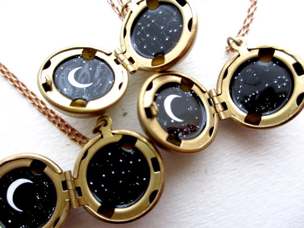 miniature-astromony-oil-painting-jewelry-rustic-lockets-khara-ledonne-16