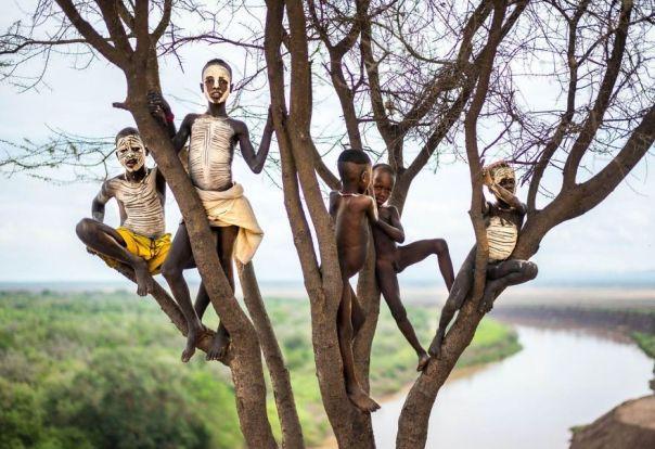 Los niños con la cara pintada, Etiopía