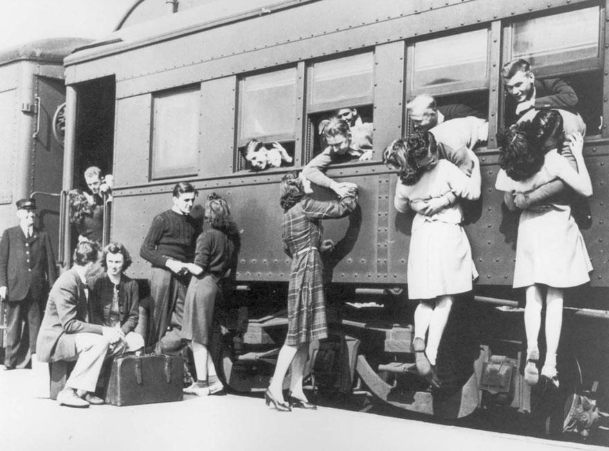 Addio Alla Stazione Ferroviaria prima di partire per la seconda guerra mondiale