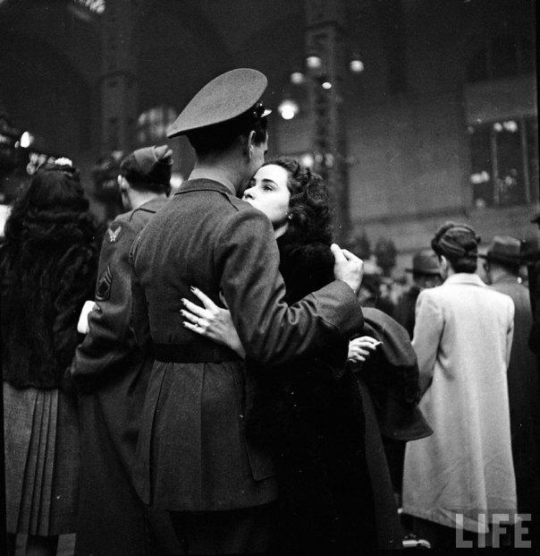 Partiendo de despedida a tropas en la estación Penn de Nueva York, abril de 1943