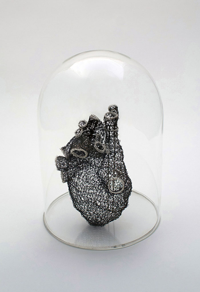 wire-crochet-heart-anne-mandro-3