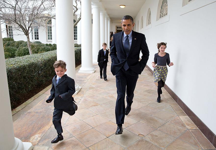 In una giornata fredda, il presidente gare per la Colonnato con i figli di Denis McDonough