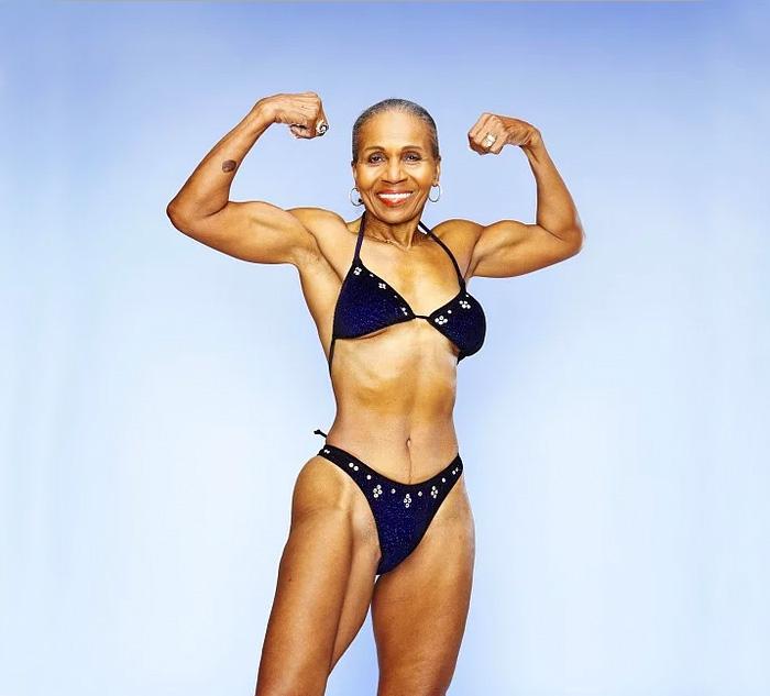 antico-femminile-bodybuilder-nonna-80-year-old-Ernestine-pastore-19